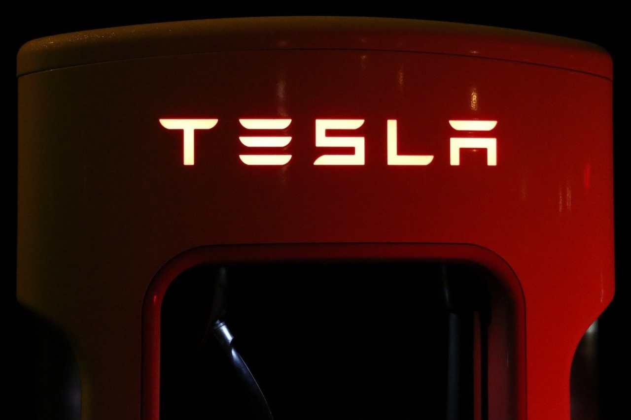 Tesla electric supercharger Musk Marte