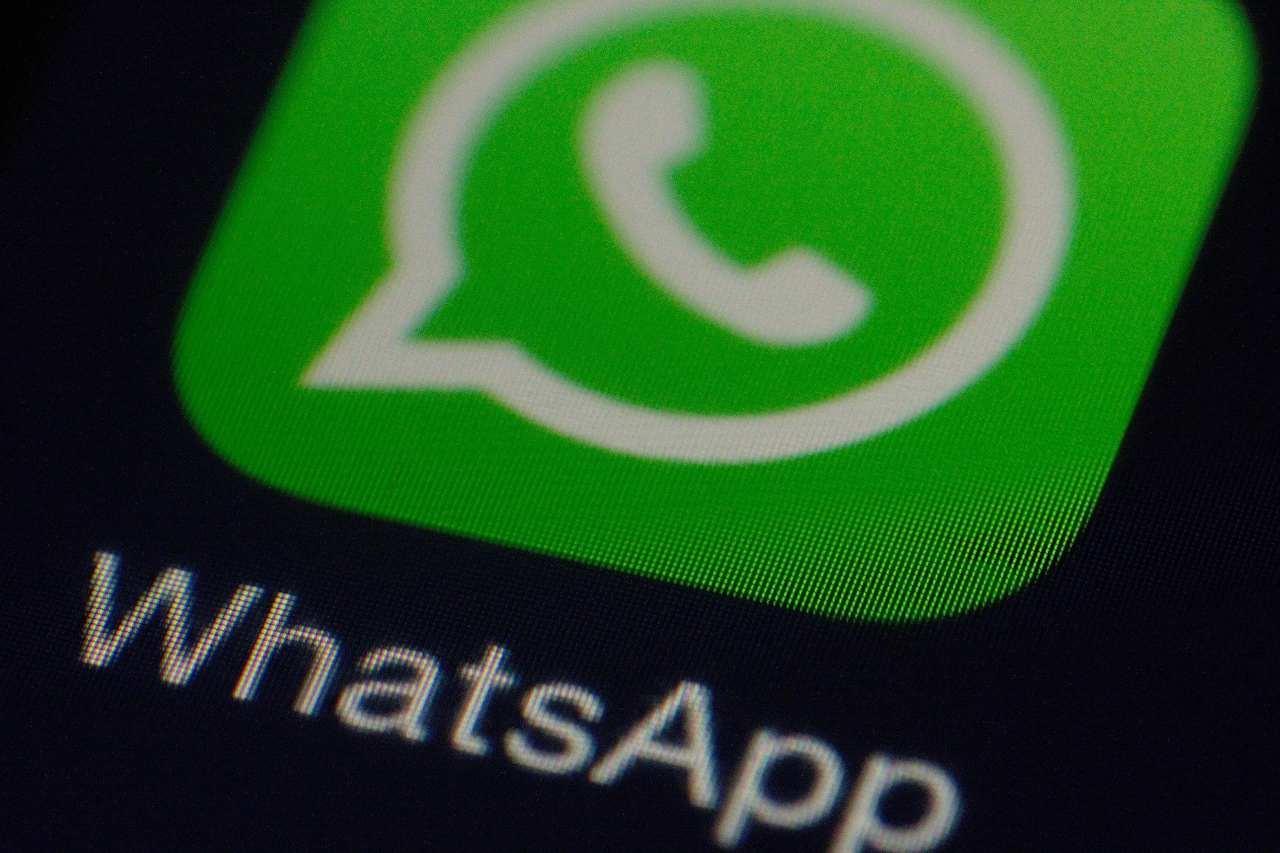 Il logo di WhatsApp self chat