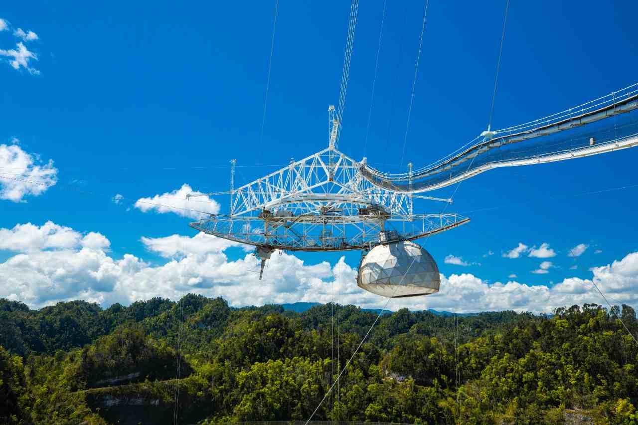 Radiotelescopio di Arecibo (Adobe Stock)