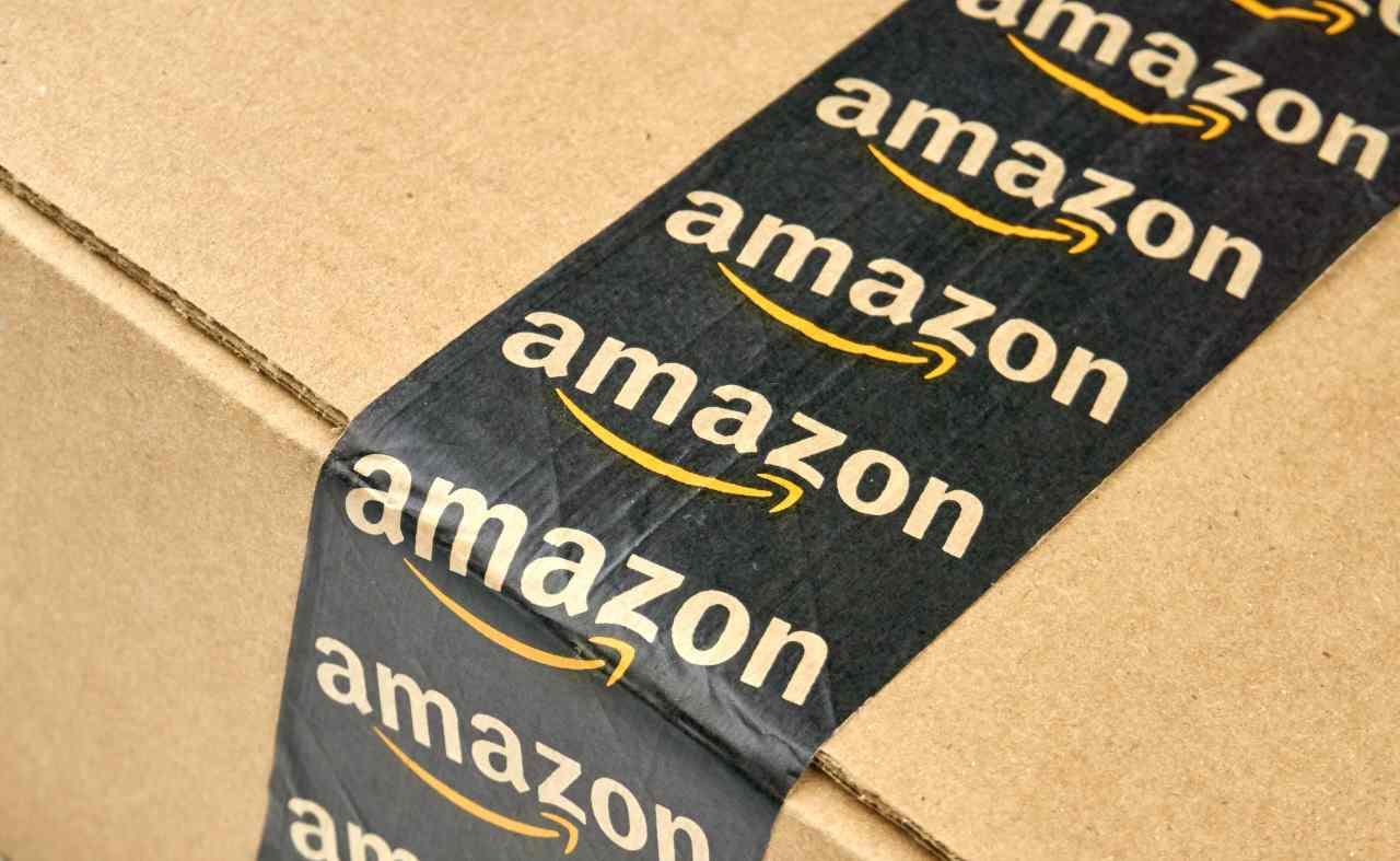 Pacco Amazon (Adobe Stock)