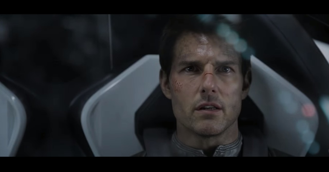 Tom Cruise a bordo di Crew Dragon