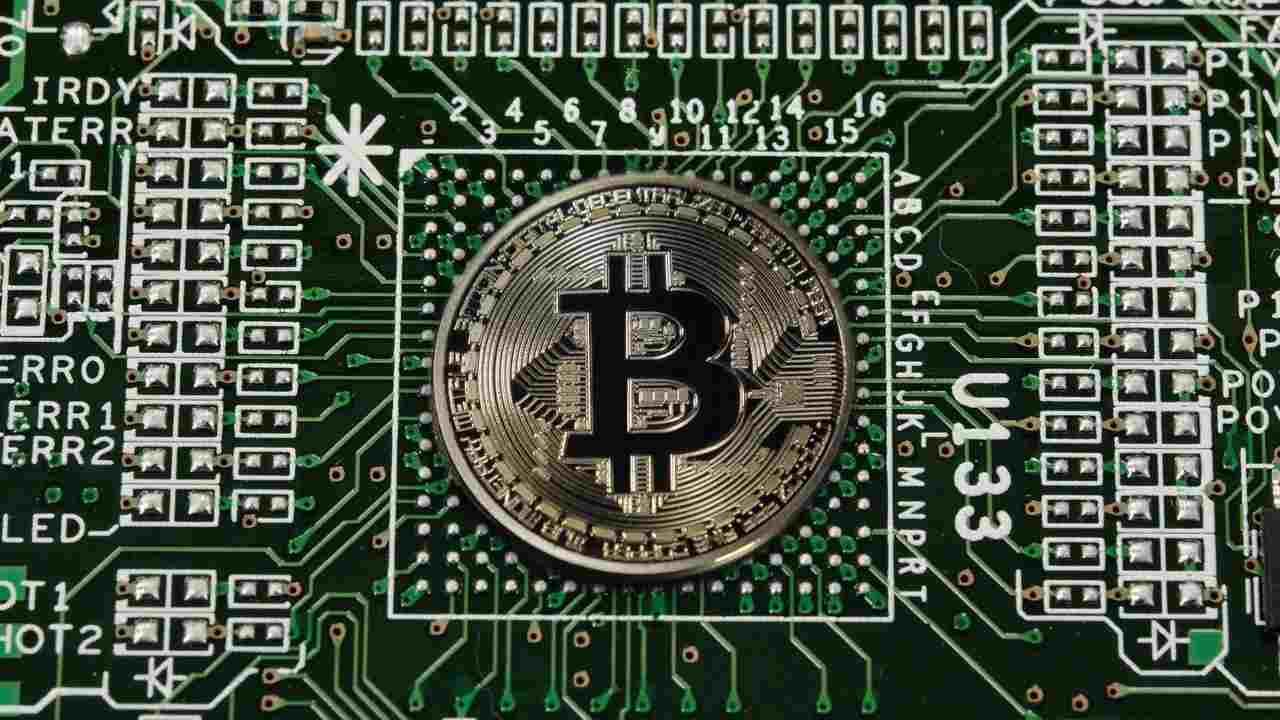 Bitcoin programmatore perde una fortuna