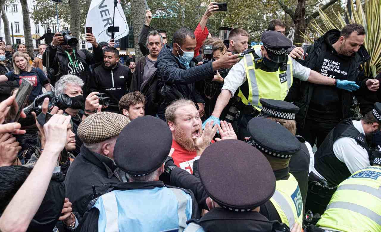Protesta contro la condanna di Assange