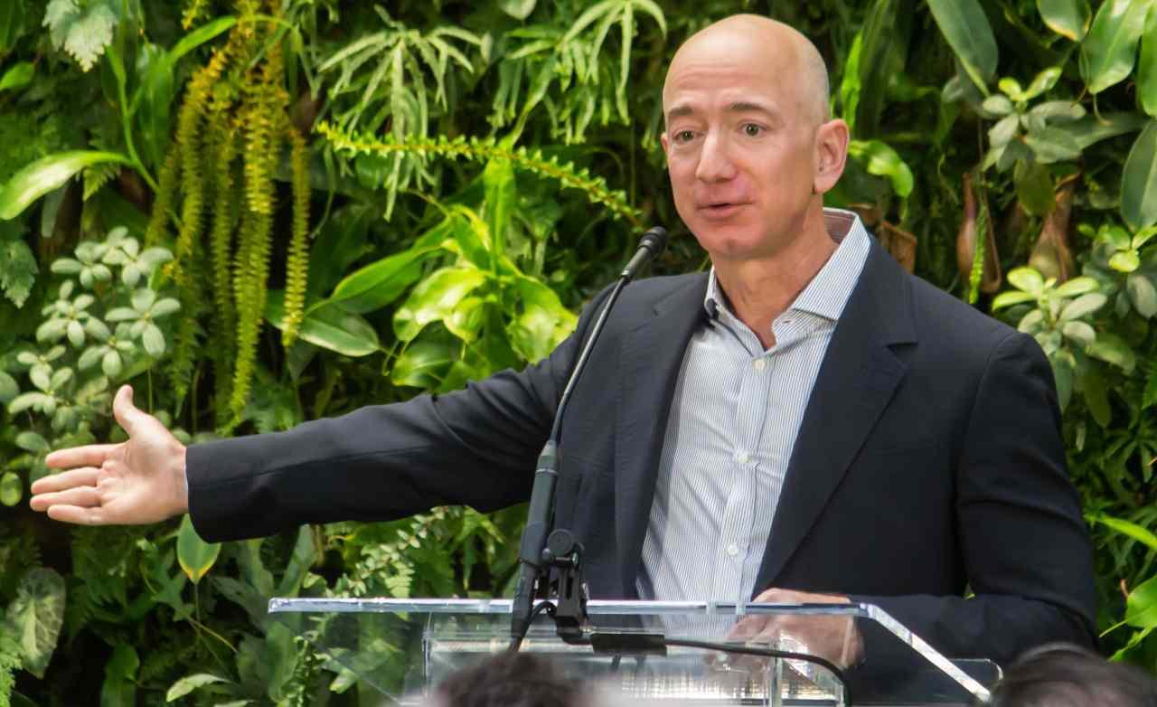 Jeff Bezos fondo case popolari