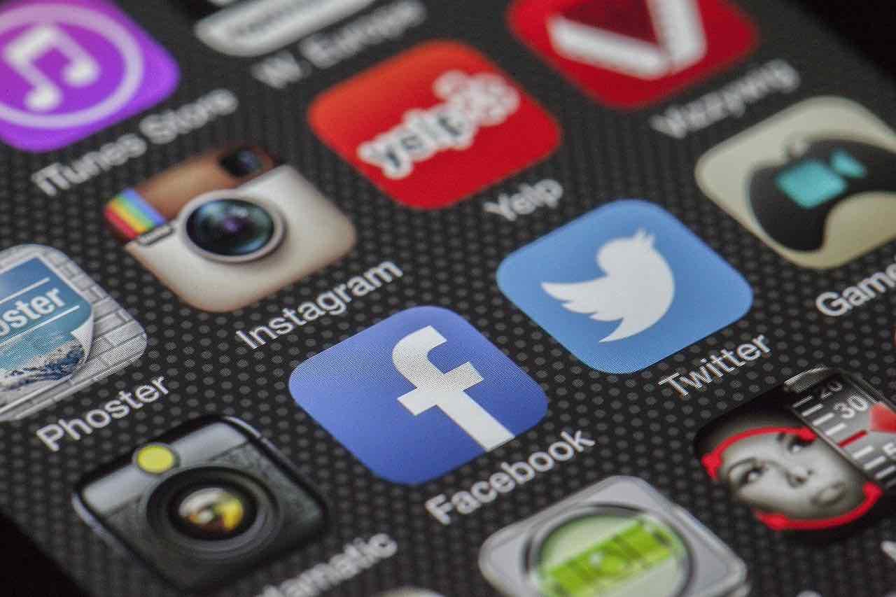 Facebook: numeri di telefono in vendita