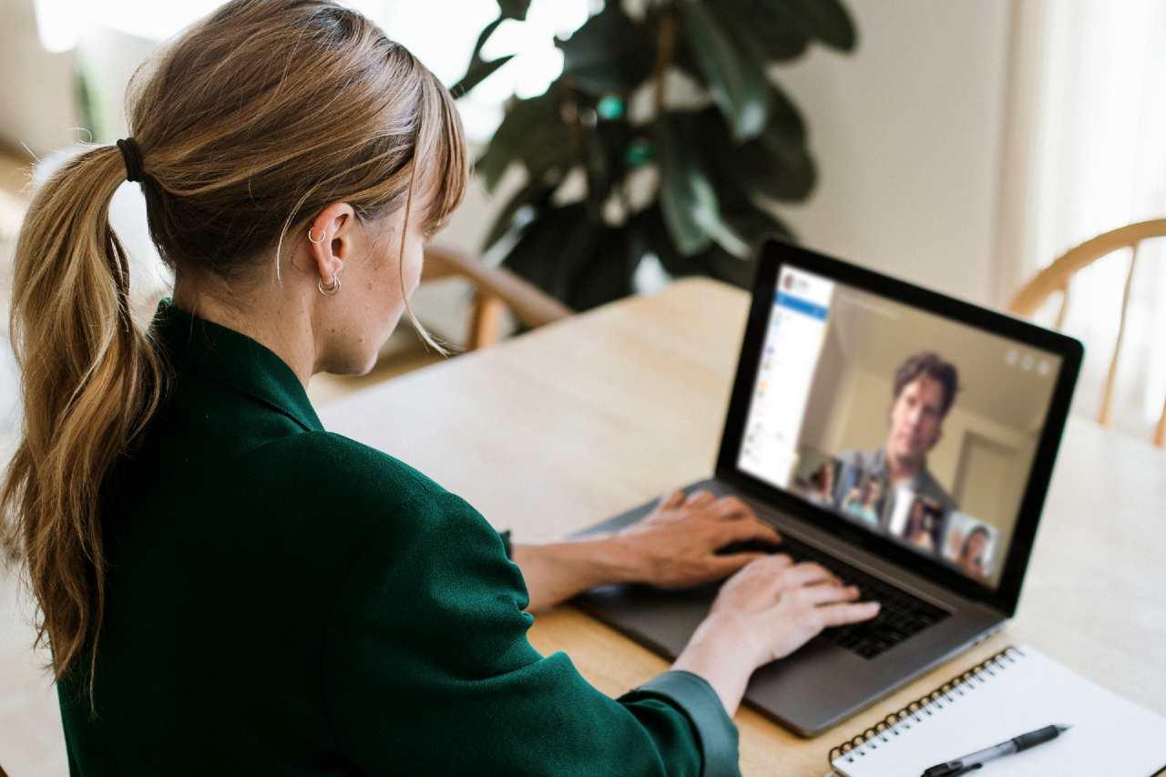 Inquinamento e web, spegnere camera durante videochiamate