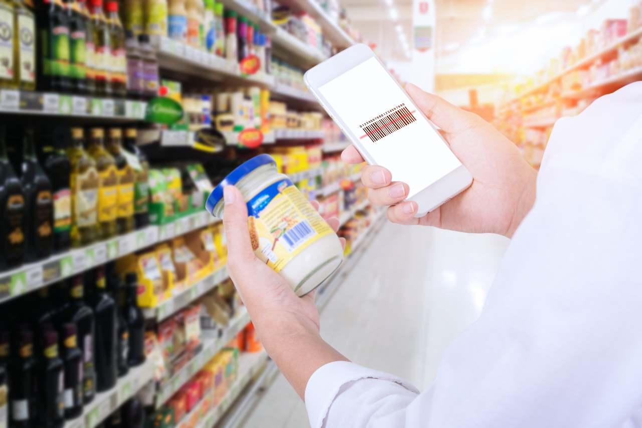 Mobile barcode scanner (Adobe Stock)