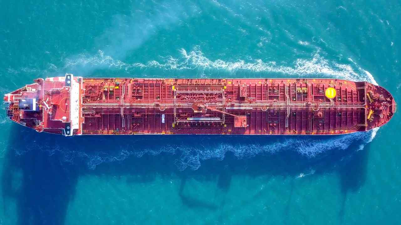 Petroliera (Adobe Stock)