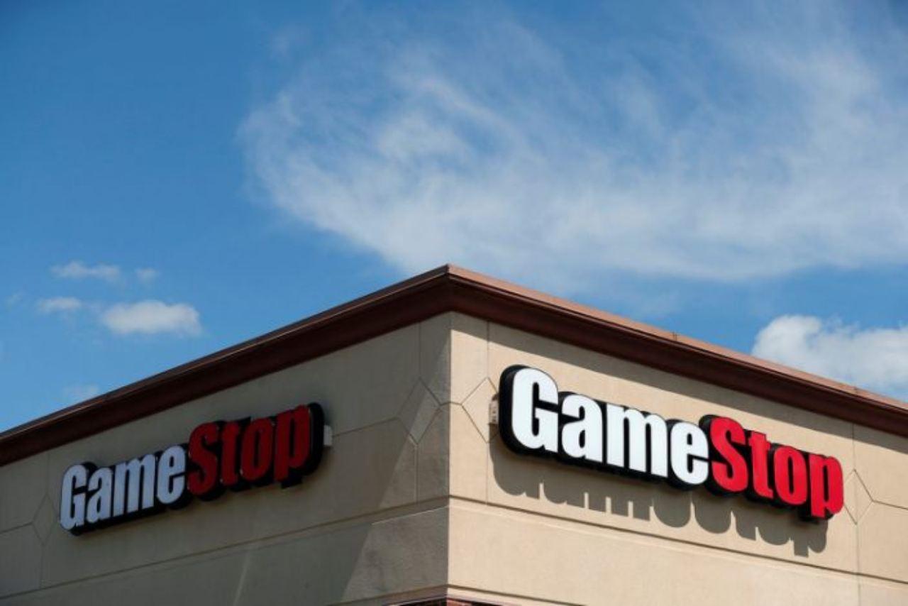 GameStop, Jim Bell saluta (Foto Yahoo)
