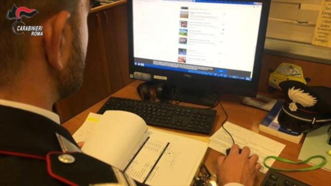 Truffa online: sms di finta Banca Intesa (Foto Corriere)