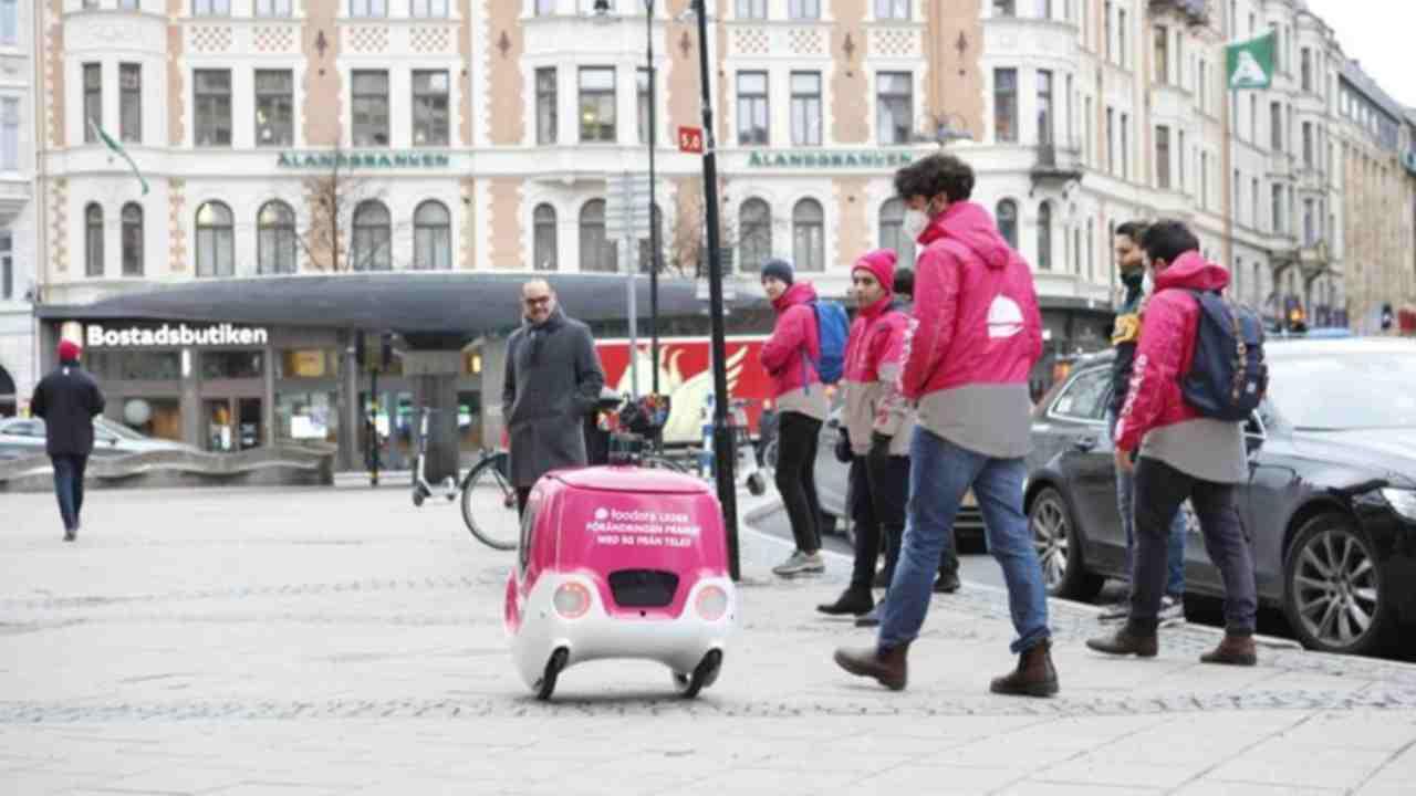 Robot che consegna pizze