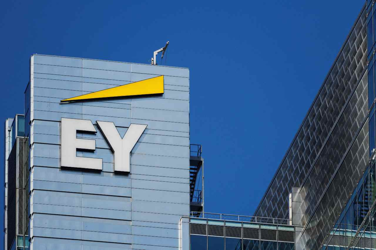 Ernst & Young (Adobe Stock)