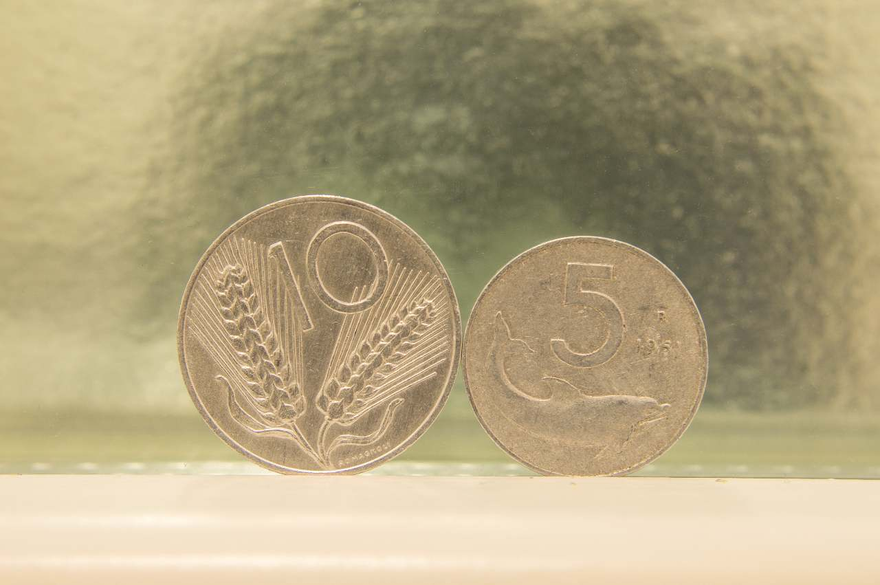 Monetine da 5 e 10 lire (Adobe Stock)