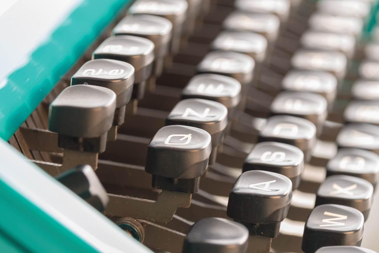 Vecchia tastiera Olivetti (Adobe Stock)