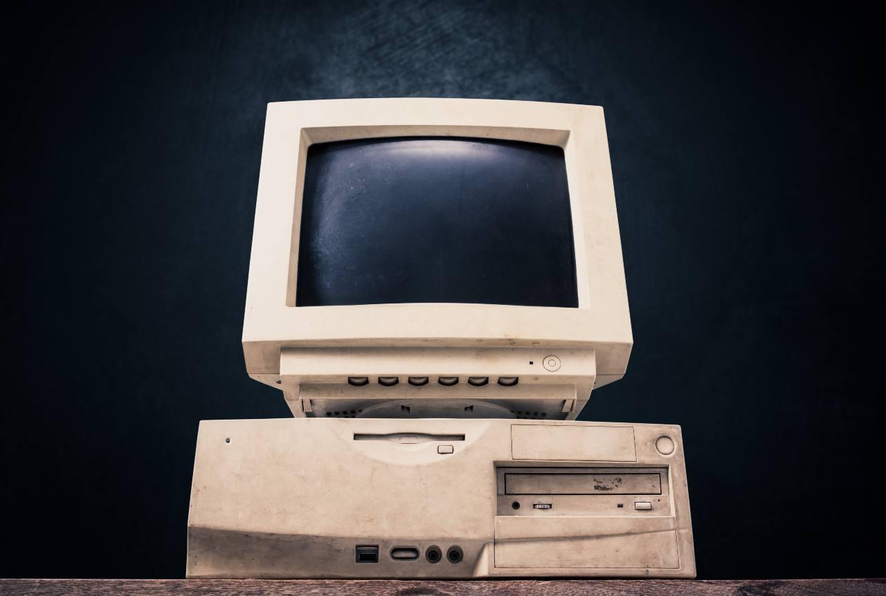 Vecchio computer (Adobe Stock)