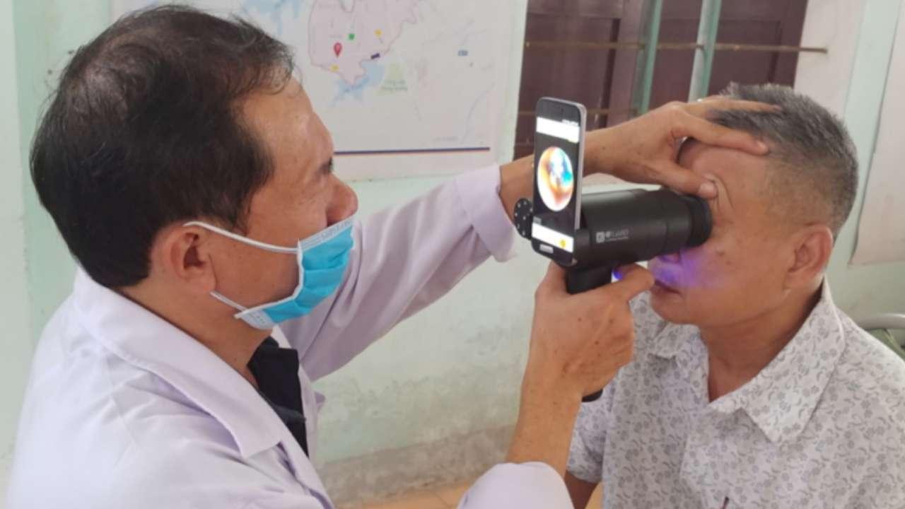 Dispositivo che analizza gli occhi