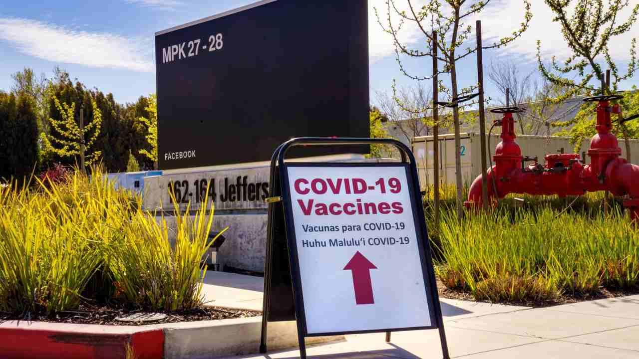 Facebook vaccinazioni Menlo Park (image from facebook.com/sheryl)