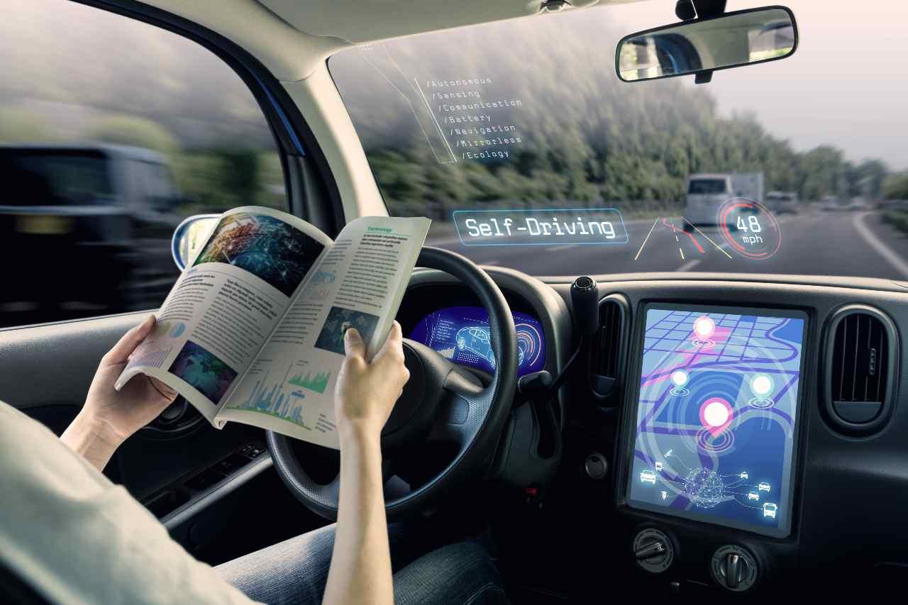 Guida autonoma allo studio (Adobe Stock)