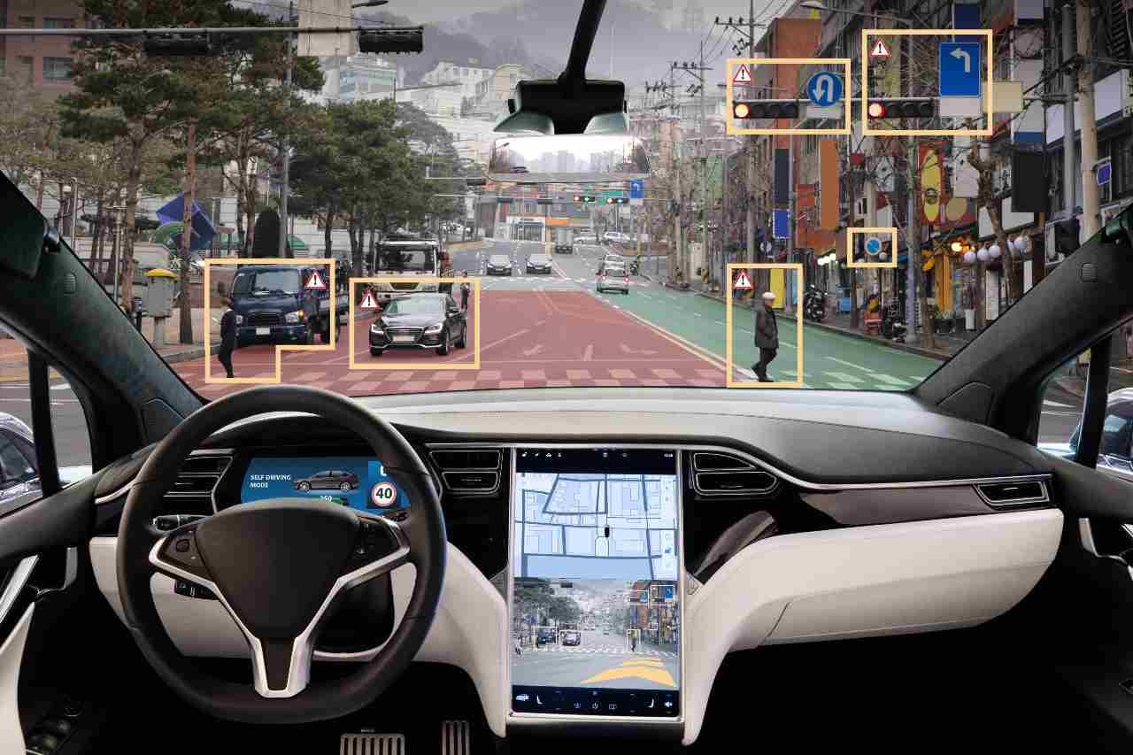 Sistema di guida autonoma (Adobe Stock)