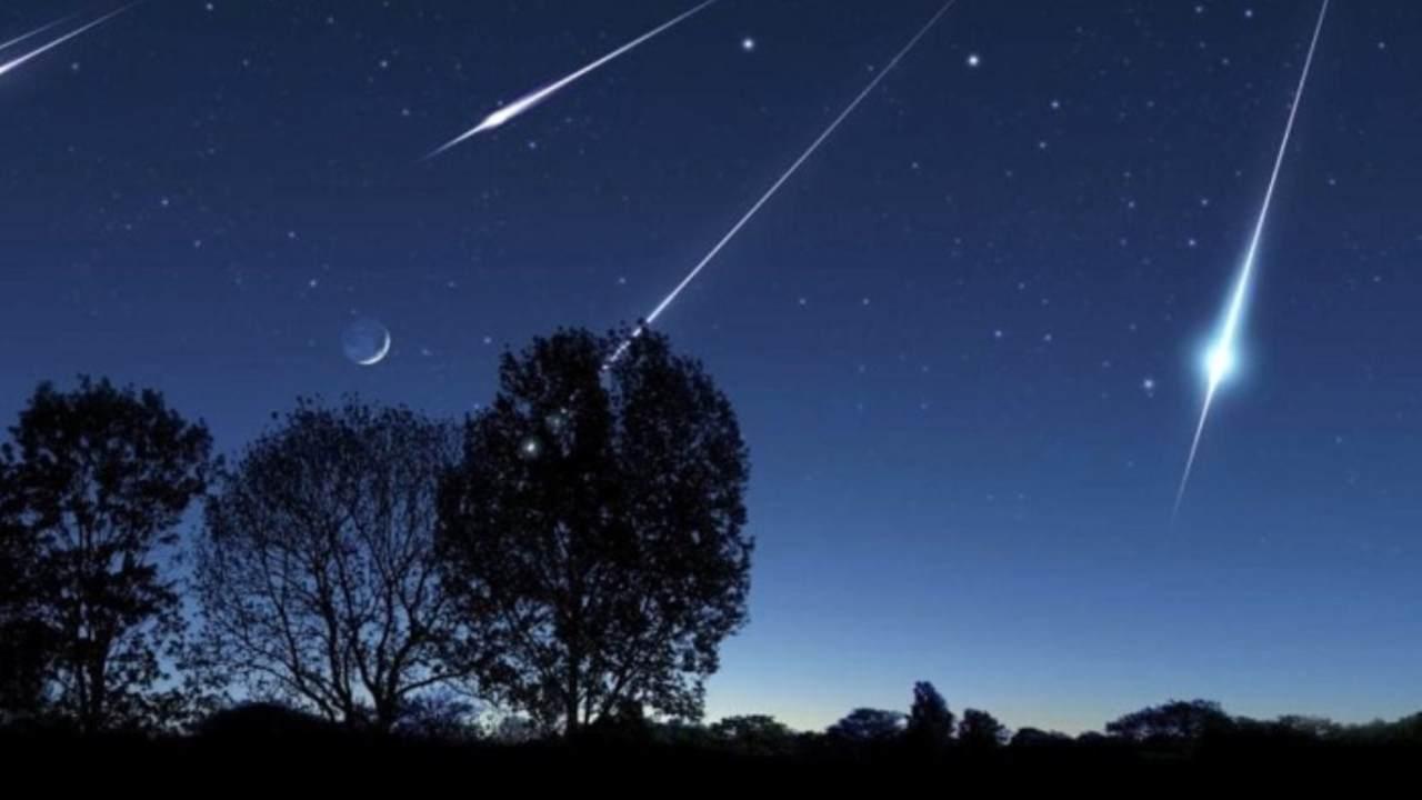 Cielo con meteoriti