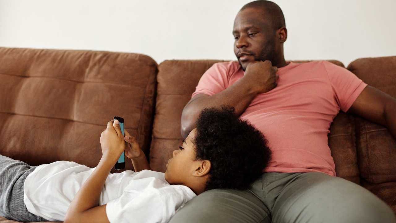 Smartphone con genitori