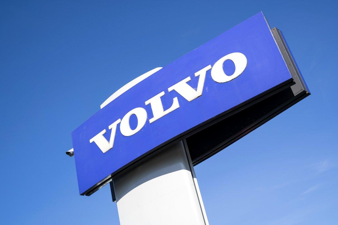 Volvo, una delle aziende contro le endotermiche (Adobe Stock)
