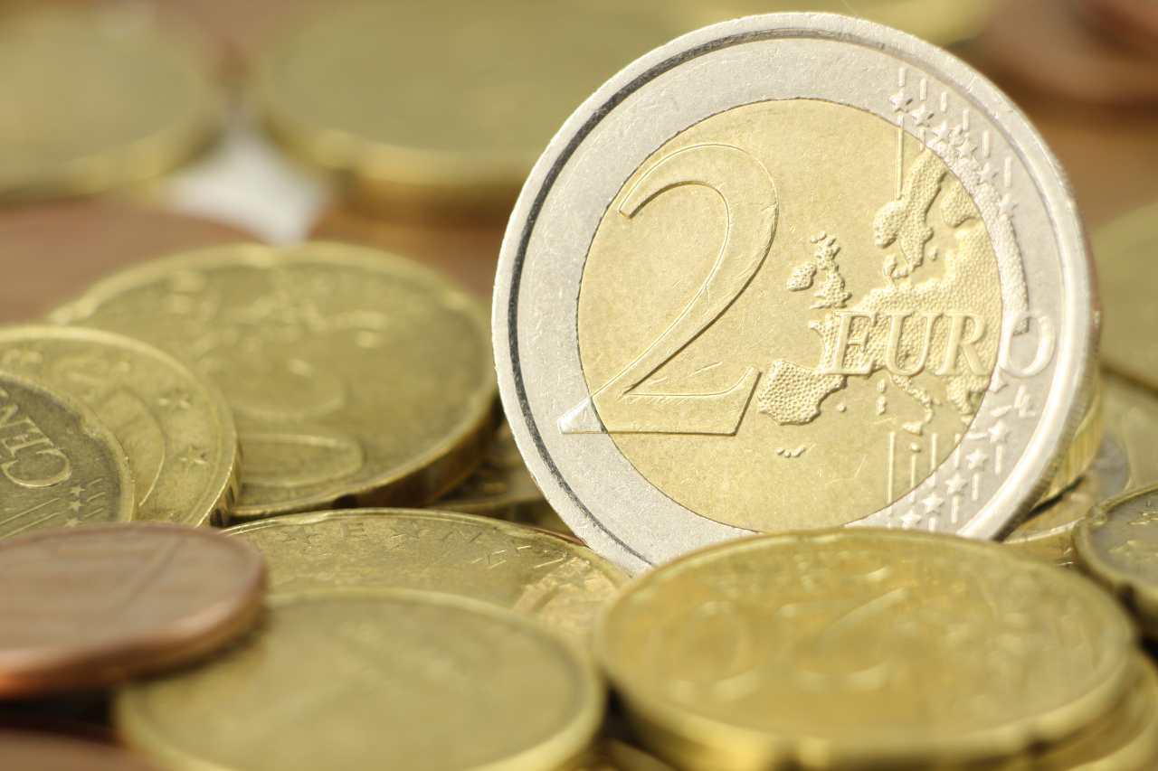2 euro (Adobe Stock)