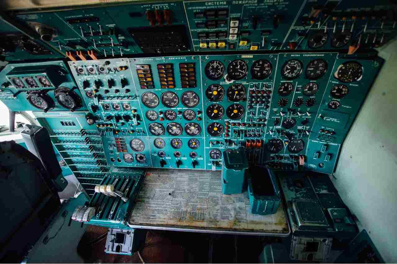 Cabina di pilotaggio (Adobe Stock)