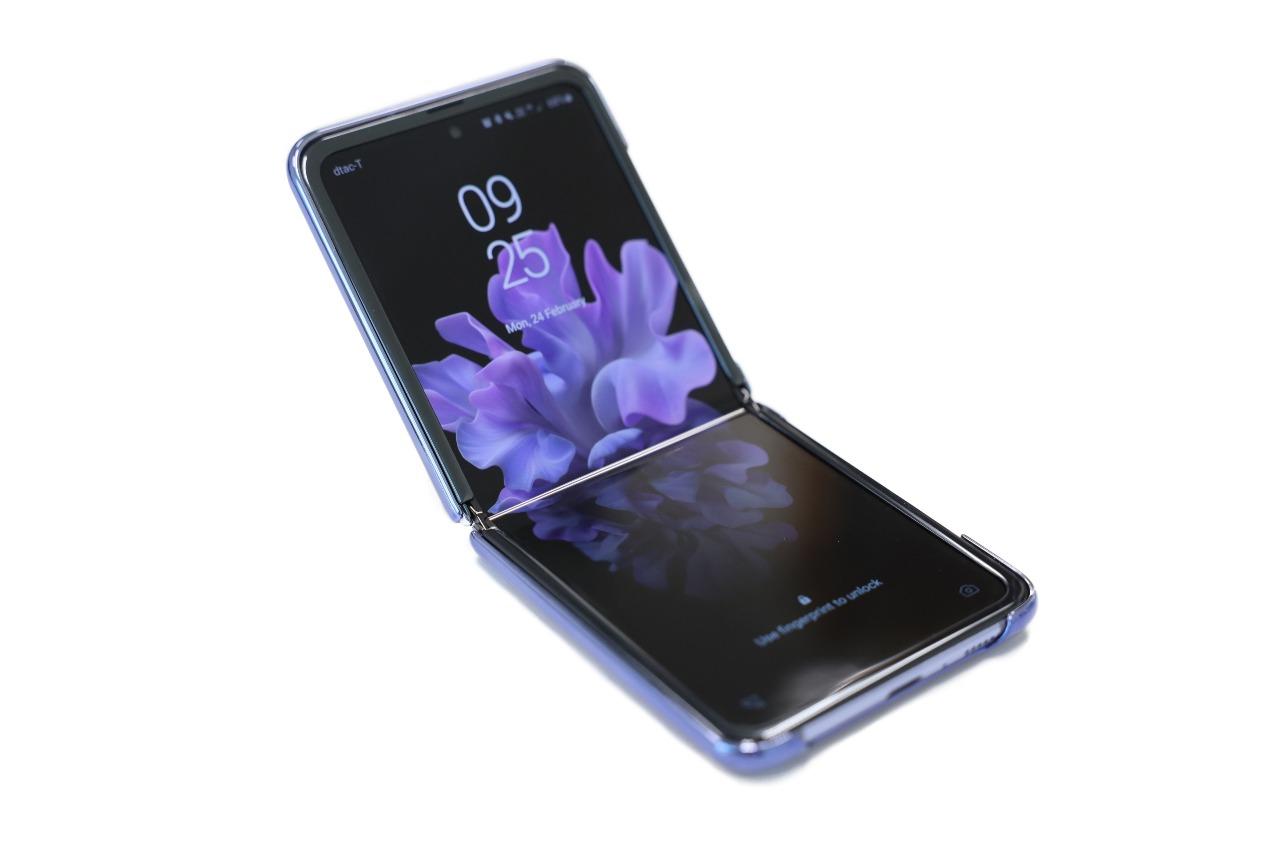 Smartphone Flip (Adobe Stock)