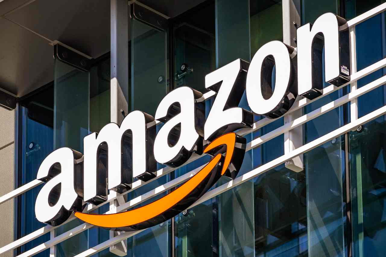 Amazon, lo store delle super offerte (Adobe Stock)