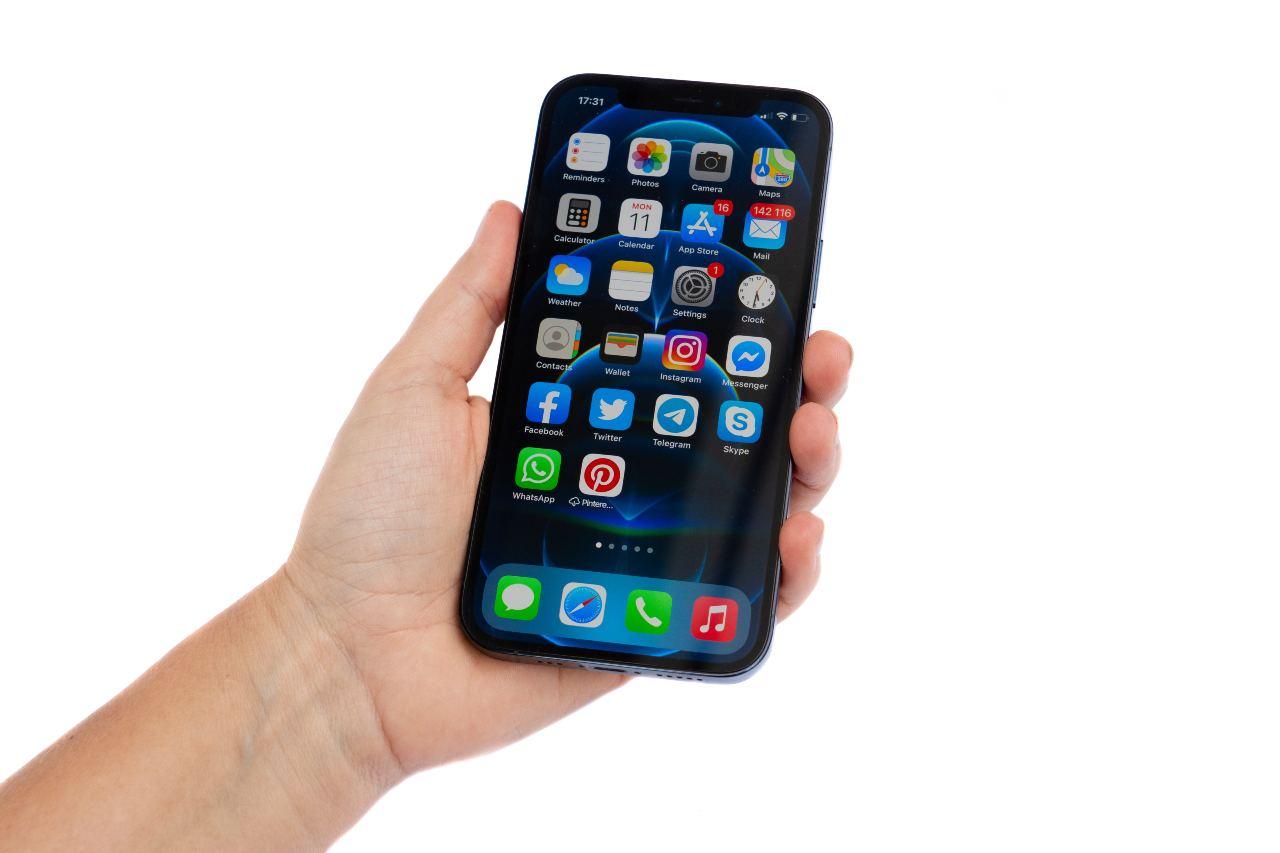 Apple, iPhone 12 e Magsafe nell'occhio del ciclone (Adobe Stock)