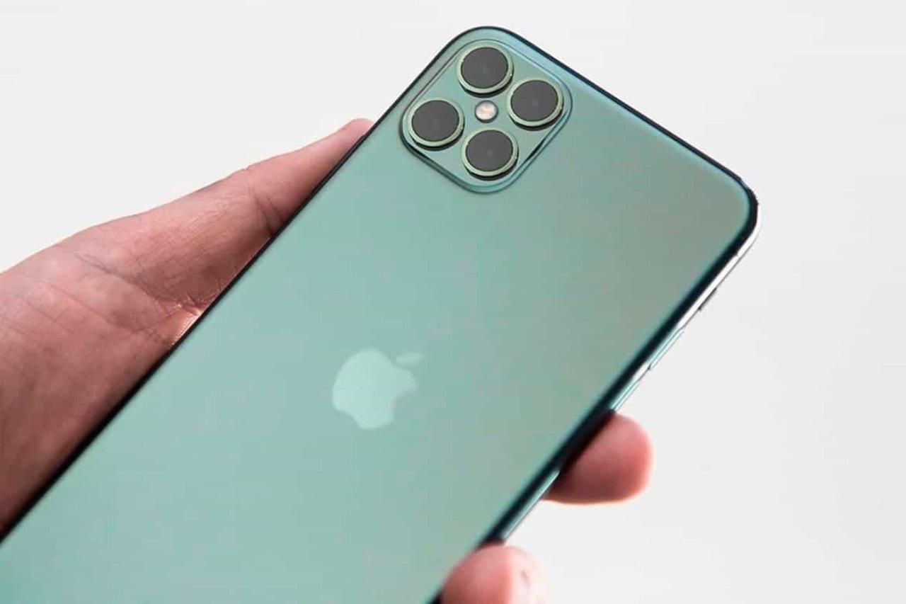 L'iPhone 13 viene dal futuro... (Foto GQ)