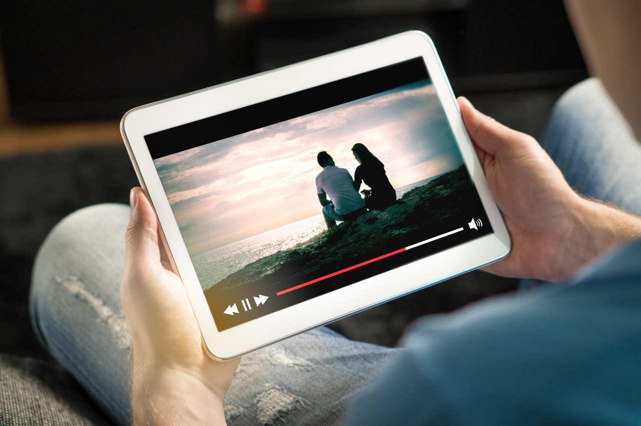 Tablet, aumenti previsti anche per i prossimi trimestri (Adobe Stock)