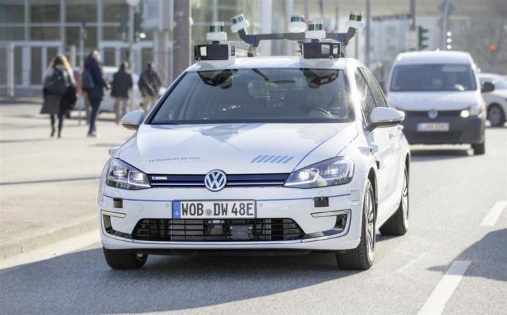 Volkswagen, novità sulla guida autonoma (Foto Automobilismo)