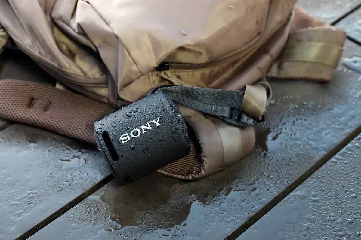 Arriva lo speaker Sony SRS-XB13, perfetto per l'estate (foto Sony)
