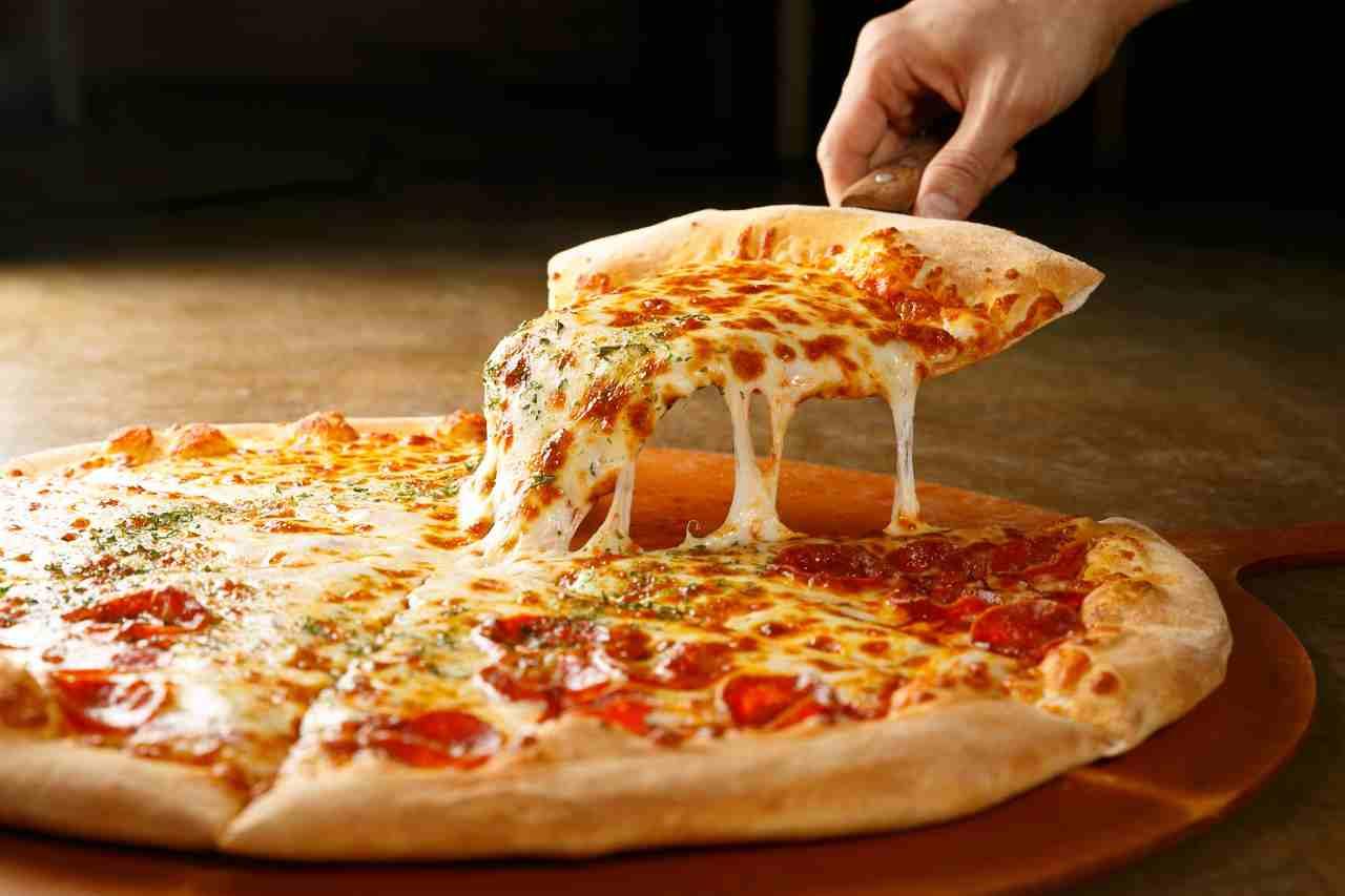 La pizza? Viene fatta dai robot (Adobestock)