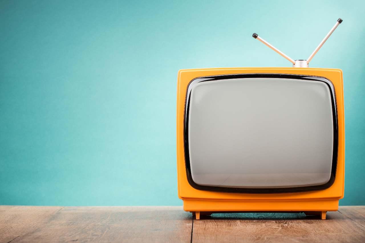La guida per ottenere il Bonus Tv da 100 euro (foto Adobestock)