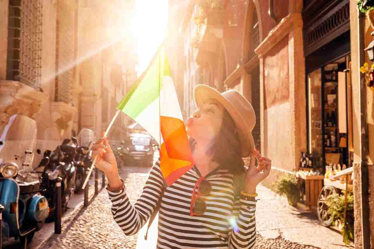 Gli italiani sul podio tra i più simpatici del web (foto Adobestock)