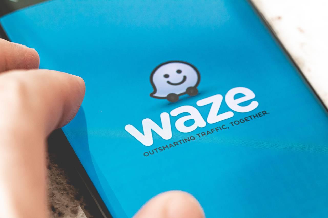 App Waze (Adobe Stock)