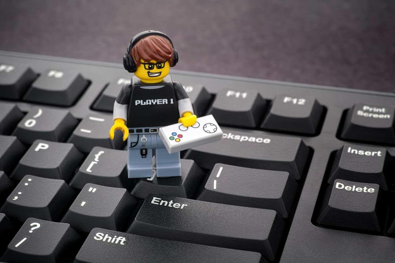 Lego e web, che bella coppia! (Adobe Stock)