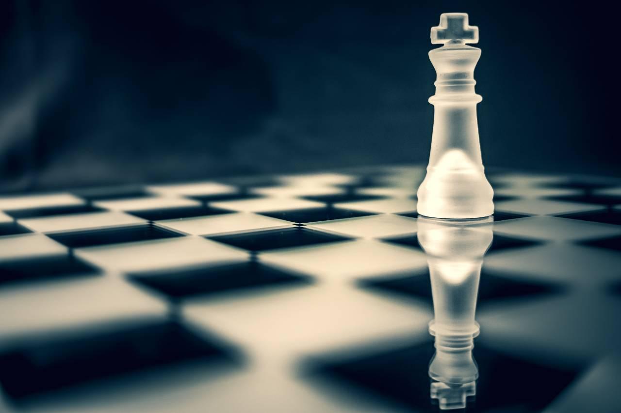 Phantom, la scacchiera fisica che muove i pezzi online (Adobe Stock)