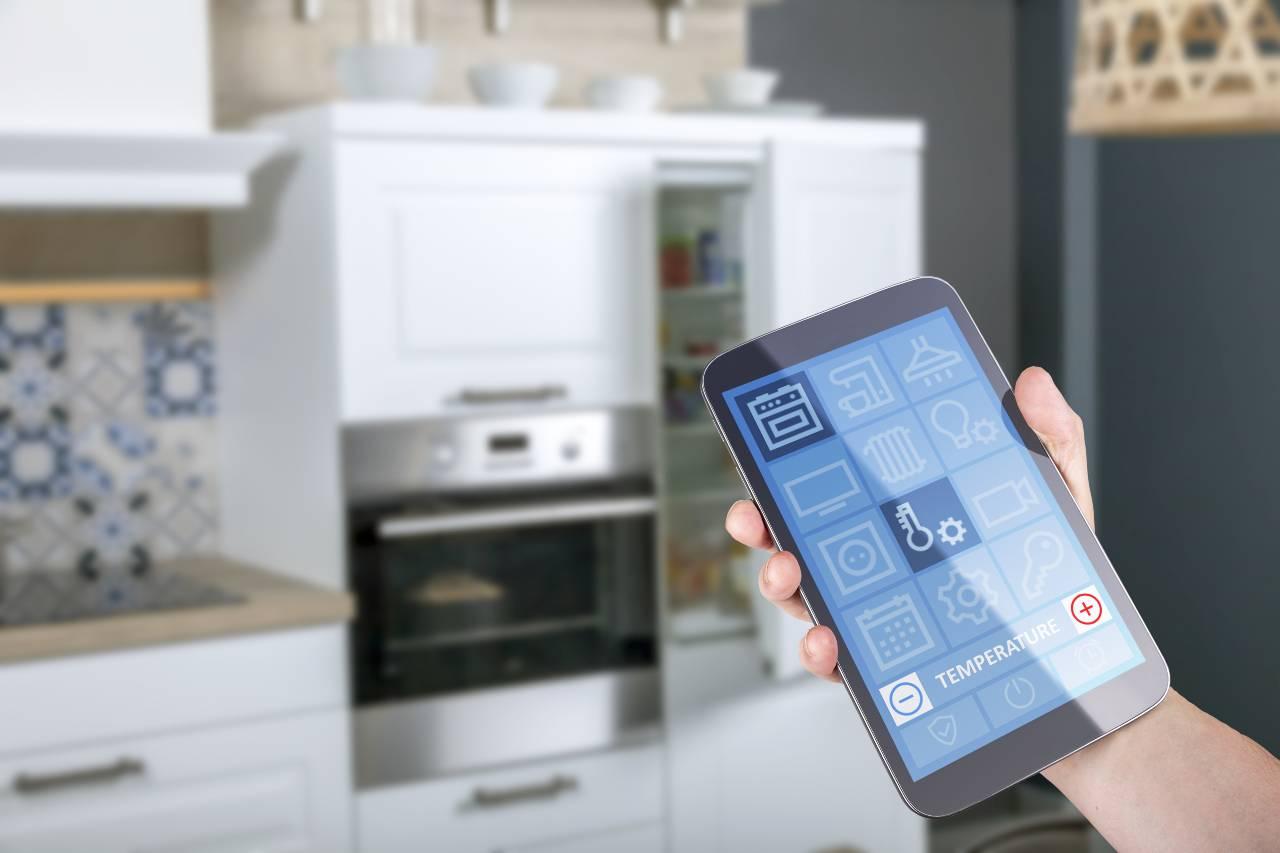 Smartphone, come raffreddarlo (Adobe Stock)