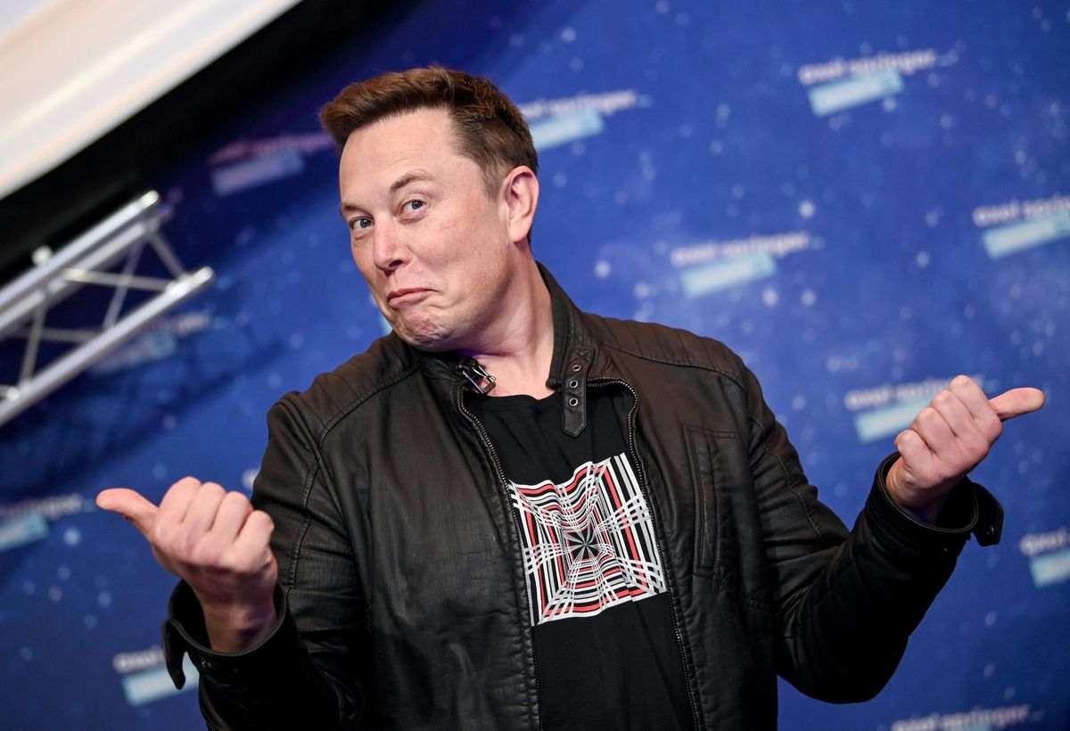 Elon Musk, imprenditore sudafricano con passaporto canadese, naturalizzato americano (Forbes)