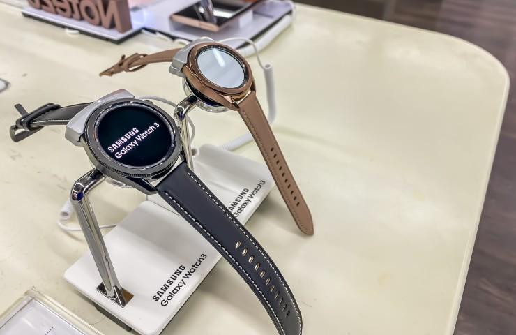 galaxy watch 4 galaxy watch 3 (Adobe Stock)