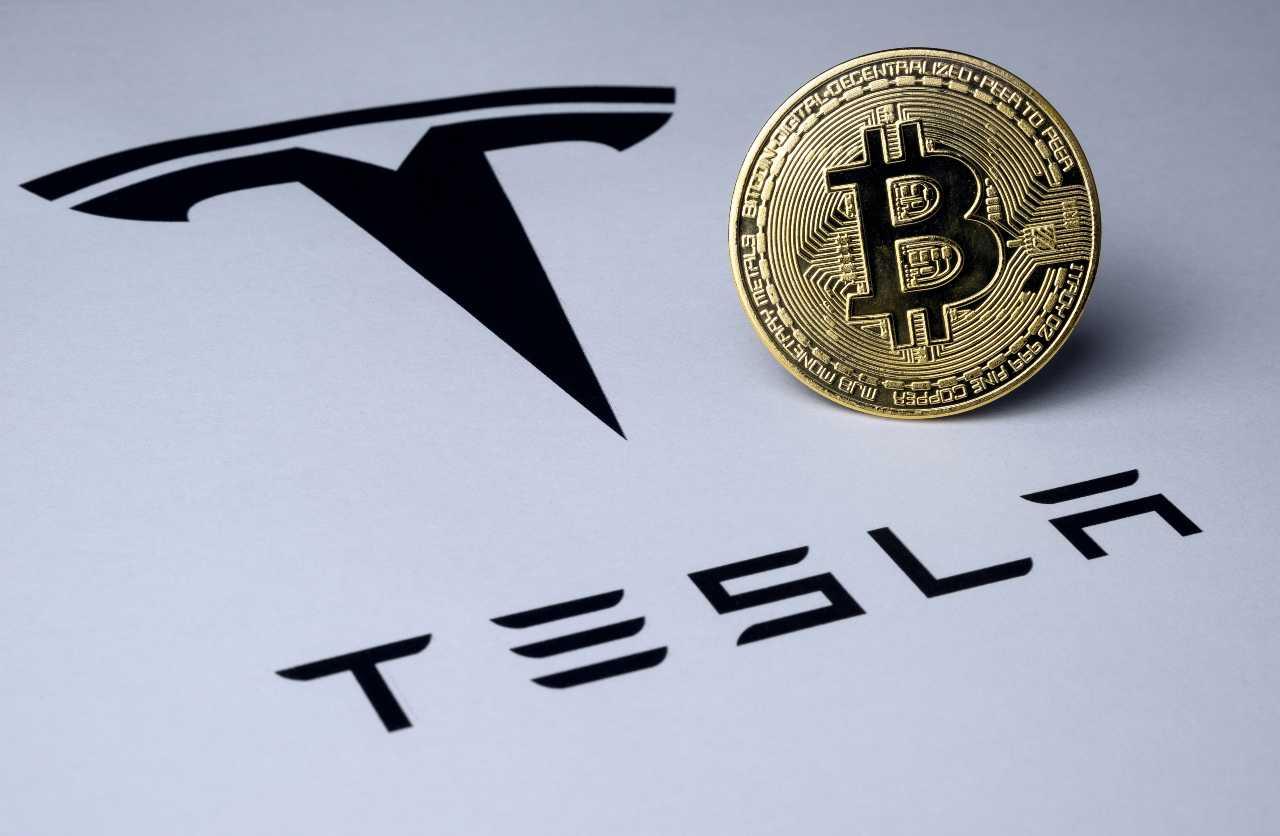 Tesla attacca Apple sulle batterie (Adobe Stock)