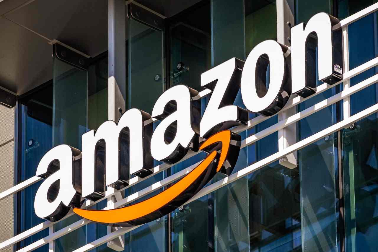 Amazon, creata da Jeff Bezos nel 1994 e lanciata l'anno susseguente (Adobe Stock)