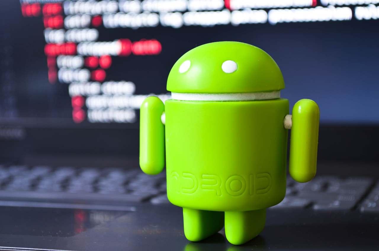 Android Studio, l'IDE primario di Google per Android Integra un editor con layout visuale (Adobe Stock)
