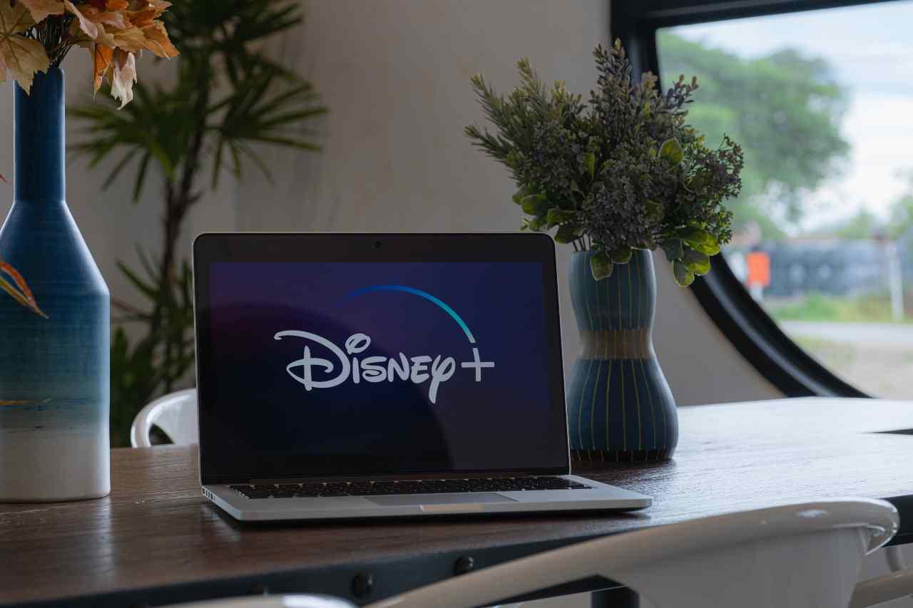 Disney+, la piattaforma streaming cambia strategia (Adobe Stock)