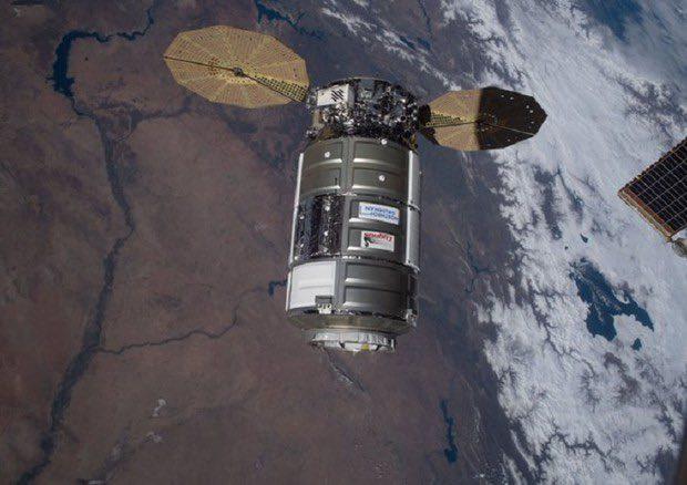 ISS riceve l'approdo del Cygnus