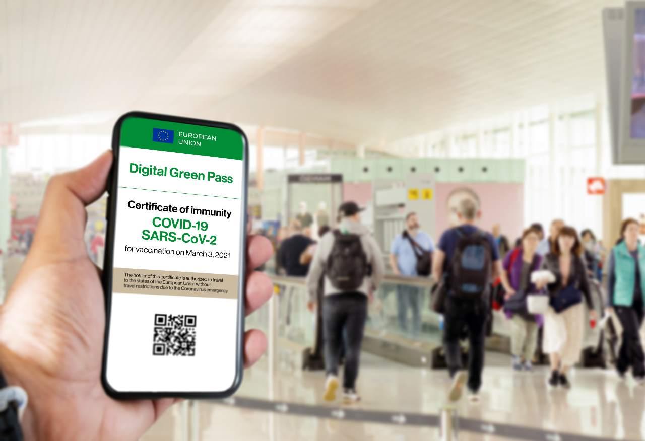 Green Pass, dall'1 settembre entrano in vigore tante nuove norme (Adobe Stock)